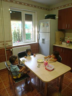 20080907171544-merienda-en-la-cocina.jpg
