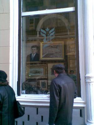 20090217092711-090217-ceausescu-en-lipscani.jpg