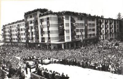 20090306092634-090306-visita-ceausescu-a-pitesti.jpg