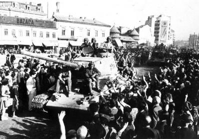 20210928202803-210928-red-army-greeted-in-bucharest.jpg