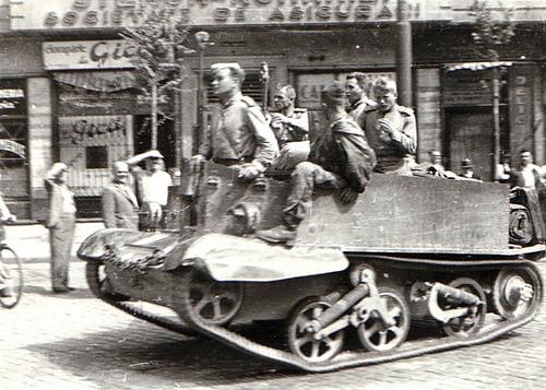 30 Ag 1944 Soviéticos en Bucarest por ti.