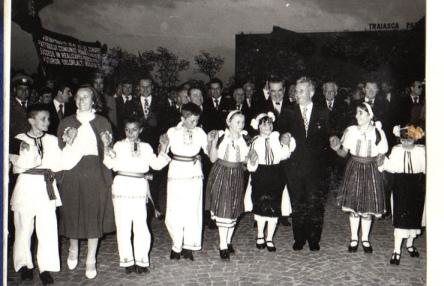 Ceaucescu tradicional 2 por ti.